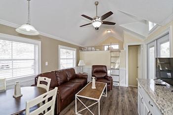 Premium Loft Cottage 2 Bedroom (No Pets, Linens Include)