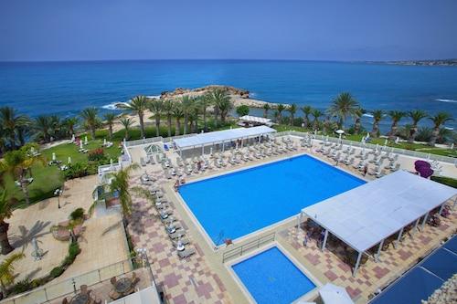 . Queen's Bay Hotel