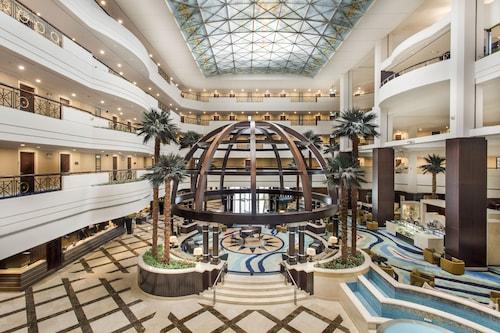 . Mövenpick Grand Al Bustan Dubai