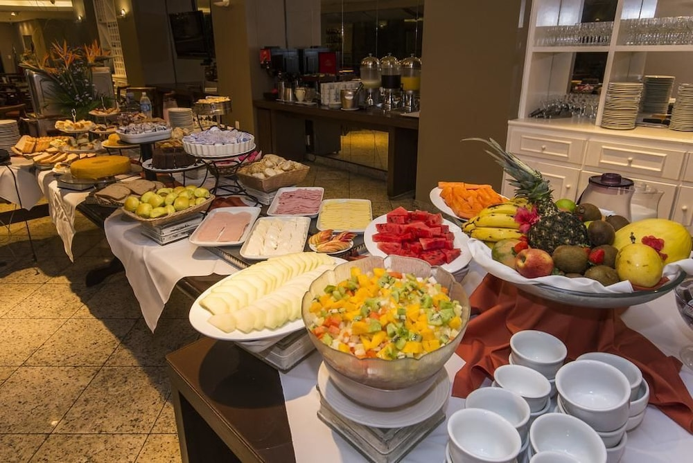 트랜스아메리카 이그제큐티브 파리아 리마(Transamérica Executive Faria Lima) Hotel Image 13 - Breakfast Meal