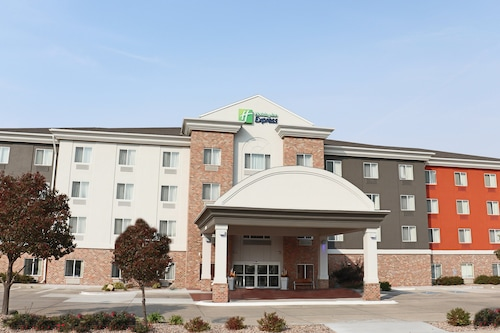 . Holiday Inn Express and Suites Kearney, an IHG Hotel