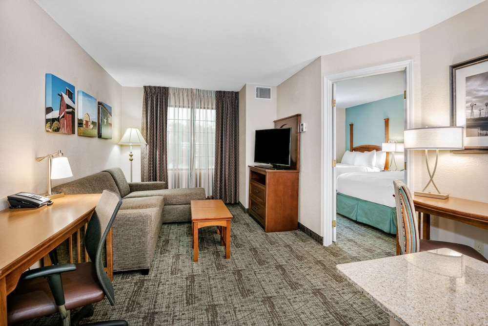 Suite, 1 Queen Bed, Accessible, Kitchen (Roll-In Shower)