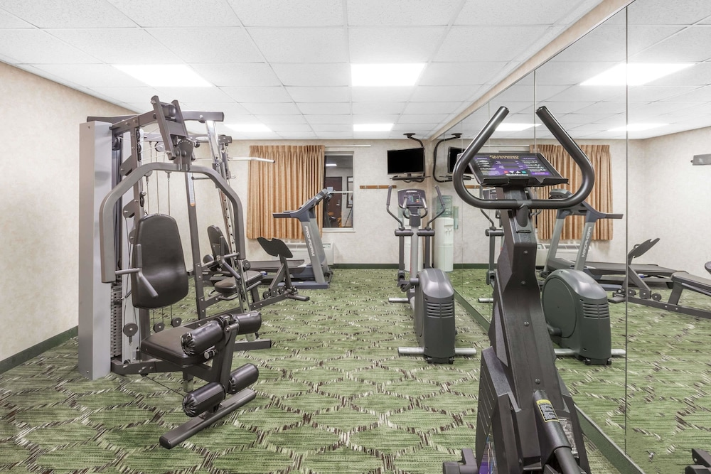 Health and Fitness : Fitness Facility 16 of 49