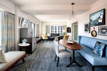 Luxury Suite, 1 Double Bed, Non Smoking (Club Lounge Access)