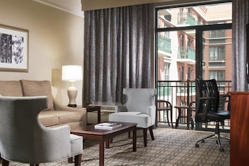 Guestroom at Courtyard by Marriott Savannah Downtown/Historic District in Savannah