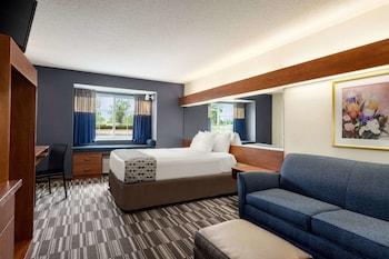 Deluxe Suite, 1 Queen Bed, Non Smoking