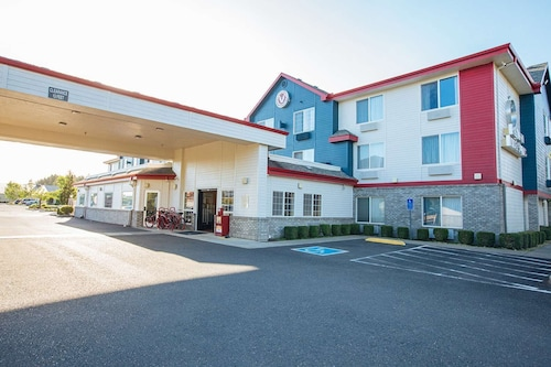 . Red Lion Inn & Suites McMinnville