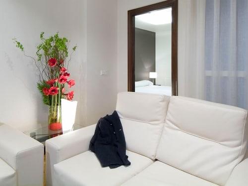 Apartamentos Mendebaldea Suites, Navarra