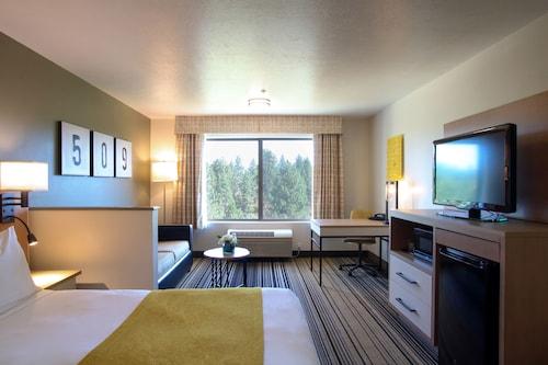 . Oxford Suites Spokane Valley