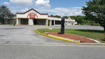 Hotel - Red Carpet Inn & Suites Carneys Point