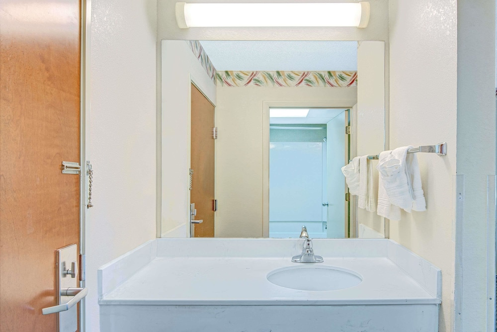 Room : In-Room Amenity 5 of 29