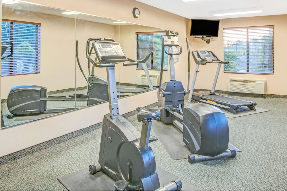 Health and Fitness : Fitness Facility 6 of 29