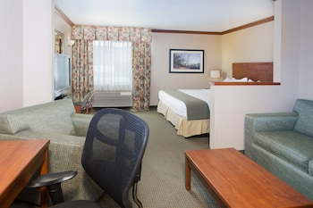 Business Suite, 1 King Bed, Non Smoking