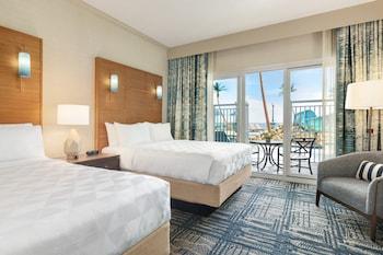 Suite, 2 Queen Beds, Pool View