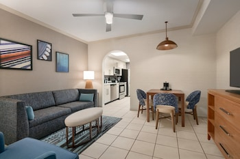 Suite, 1 Twin Bed, Accessible, Ocean View (Accessible Tub)