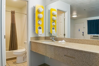 Biloxi Vacations - Motel 6 Bay St. Louis - Property Image 1