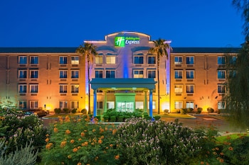 Holiday Inn Express Hotel & Suites PEORIA NORTH - GLENDALE photo
