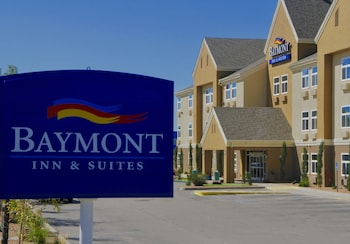 Baymont by Wyndham Albuquerque Airport photo
