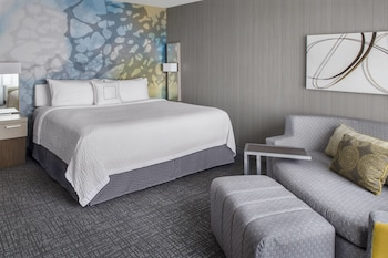 Guestroom at Courtyard by Marriott Charlotte City Center in Charlotte