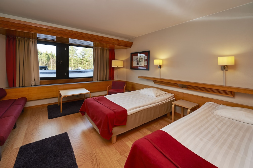 https://i.travelapi.com/hotels/1000000/80000/70500/70499/05a5ab4f_z.jpg