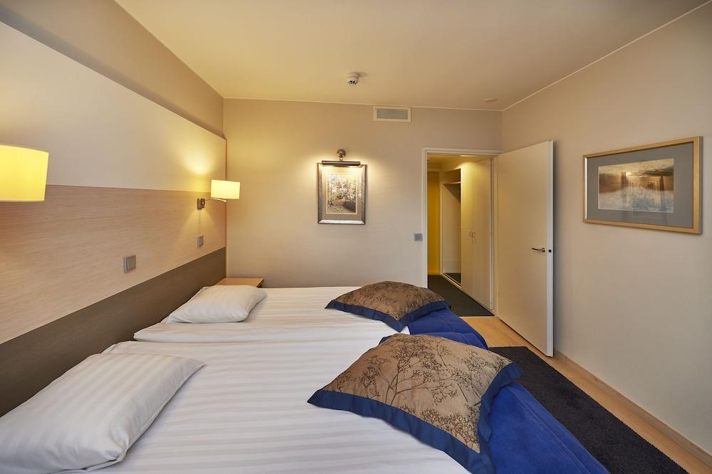 https://i.travelapi.com/hotels/1000000/80000/70500/70499/25364463_z.jpg