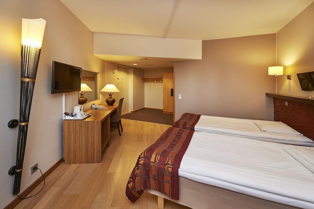 https://i.travelapi.com/hotels/1000000/80000/70500/70499/9aeb3166_z.jpg