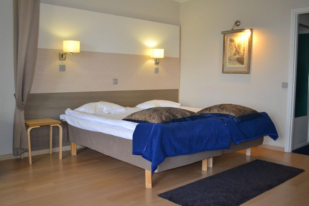 https://i.travelapi.com/hotels/1000000/80000/70500/70499/c8abfc6b_z.jpg