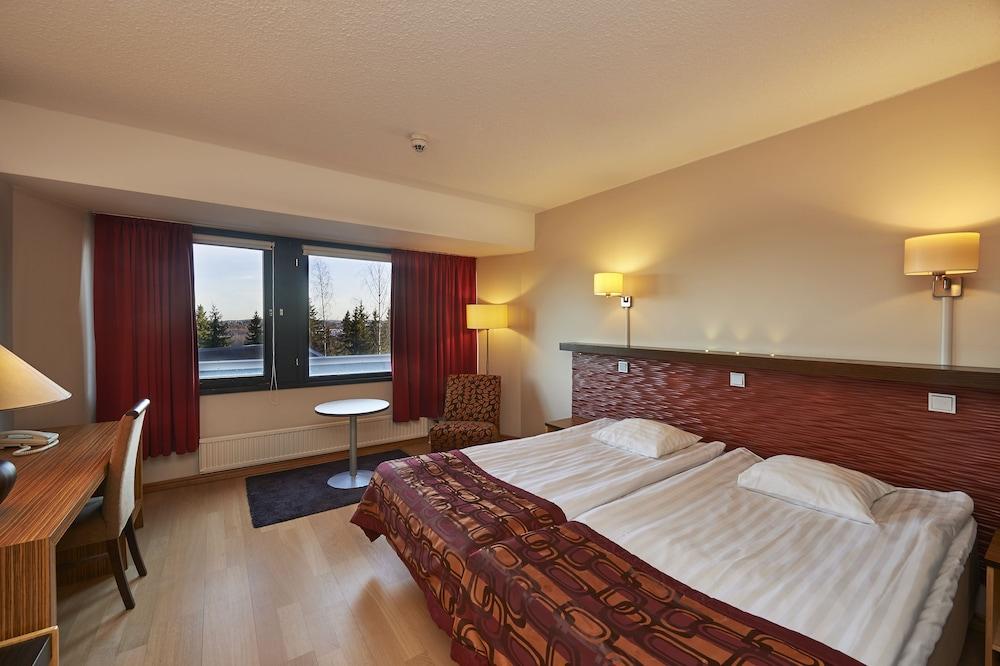 https://i.travelapi.com/hotels/1000000/80000/70500/70499/d28d891c_z.jpg