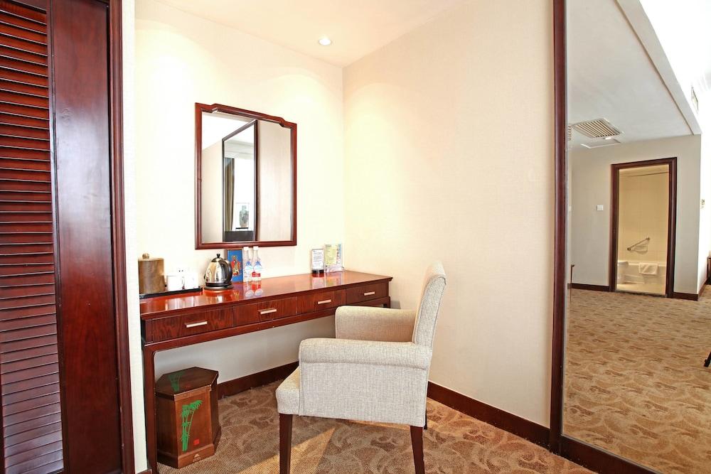 벨 타워 호텔 시안(Bell Tower Hotel Xian) Hotel Image 6 - Guestroom
