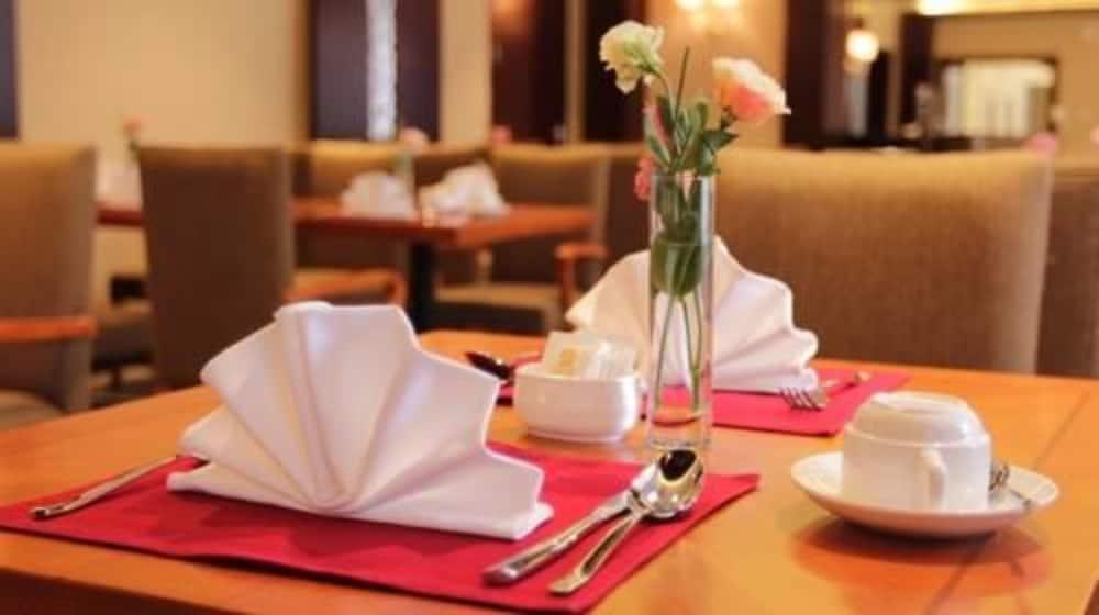 벨 타워 호텔 시안(Bell Tower Hotel Xian) Hotel Image 38 - Breakfast Area