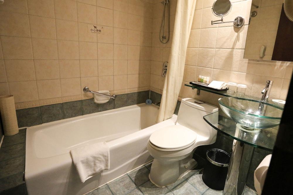 벨 타워 호텔 시안(Bell Tower Hotel Xian) Hotel Image 34 - Bathroom