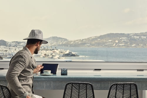 . Kouros Hotel & Suites