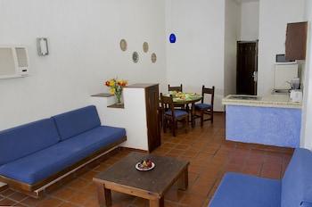 Suite, 1 Bedroom, Kitchenette, Partial Ocean View