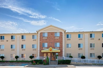 Hotel - Super 8 by Wyndham Plano/Dallas Area