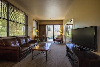 Suite, 2 Queen Beds, Mountain View
