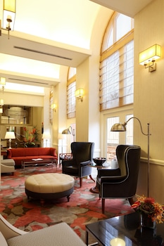 Lobby Lounge at Georgetown University Hotel and Conference Center in Washington