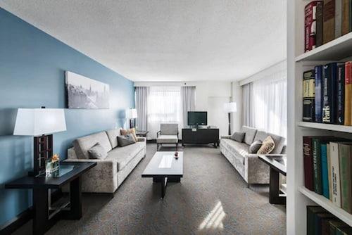 . Ottawa Embassy Hotel & Suites