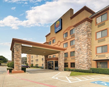 Exterior at Comfort Inn in Grapevine