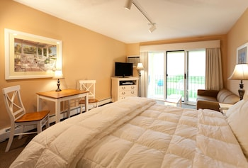 Deluxe Room, 1 King Bed, Jetted Tub, Bay View