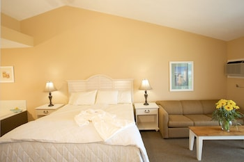 Deluxe Room, 1 Queen Bed, Jetted Tub, Bay View