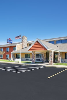 AmericInn by Wyndham Elkhorn Near Lake Geneva