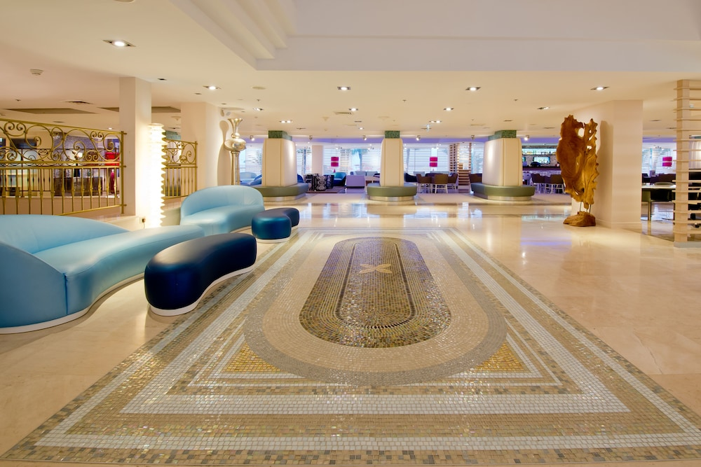 https://i.travelapi.com/hotels/1000000/80000/77300/77235/0fe2f14a_z.jpg