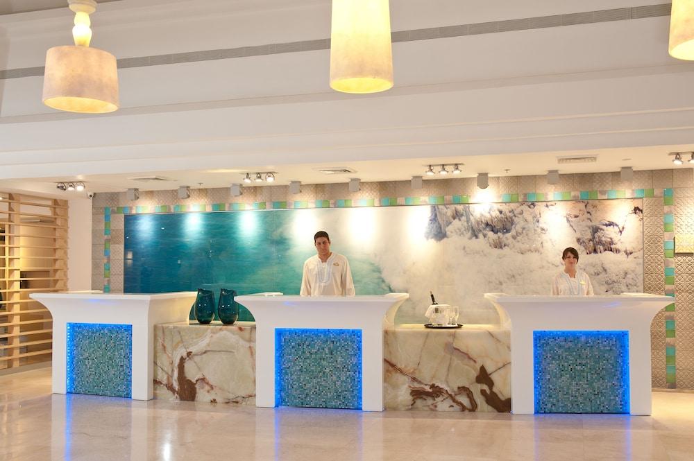 https://i.travelapi.com/hotels/1000000/80000/77300/77235/688c875f_z.jpg