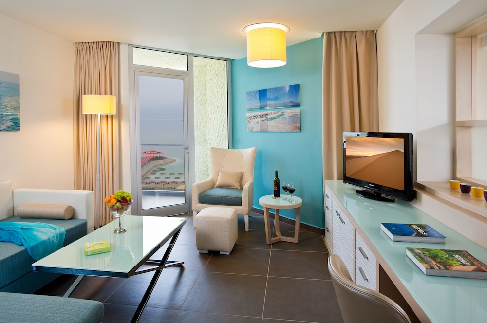 https://i.travelapi.com/hotels/1000000/80000/77300/77235/8aa65f3b_z.jpg