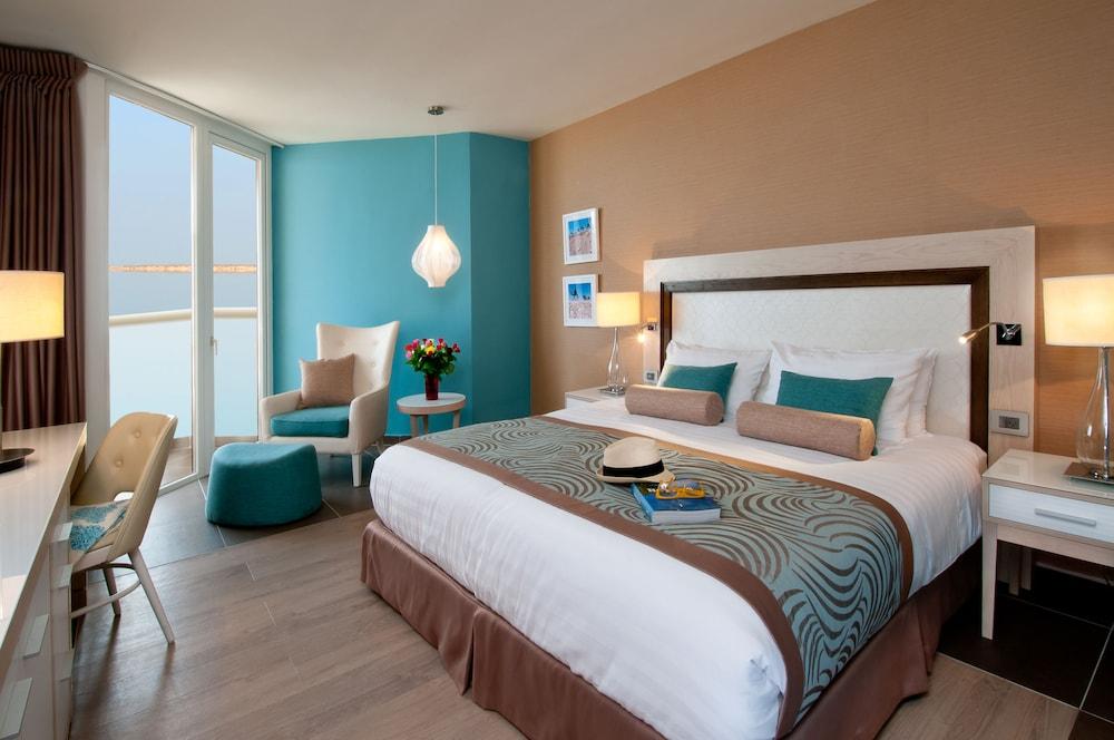 https://i.travelapi.com/hotels/1000000/80000/77300/77235/97300683_z.jpg