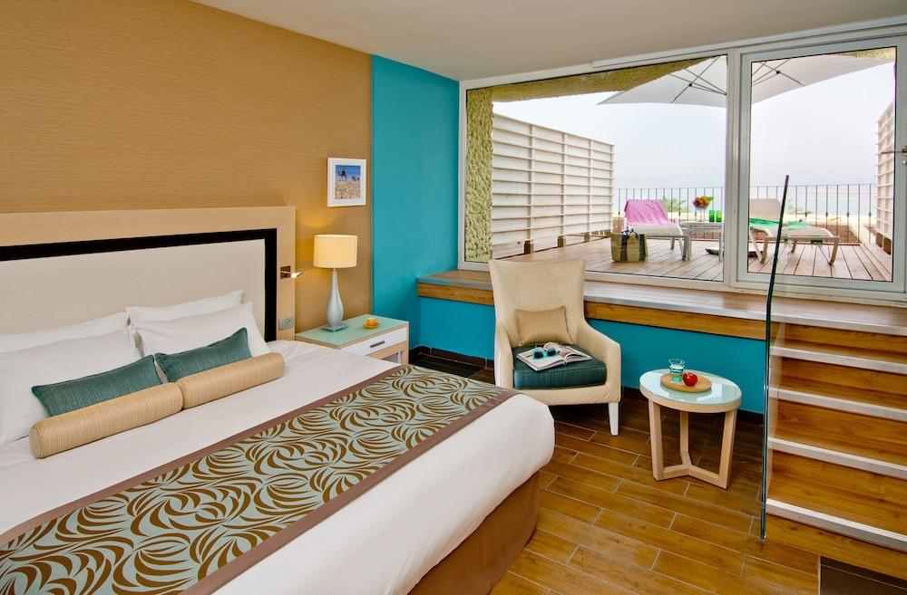 https://i.travelapi.com/hotels/1000000/80000/77300/77235/a45a89d1_z.jpg