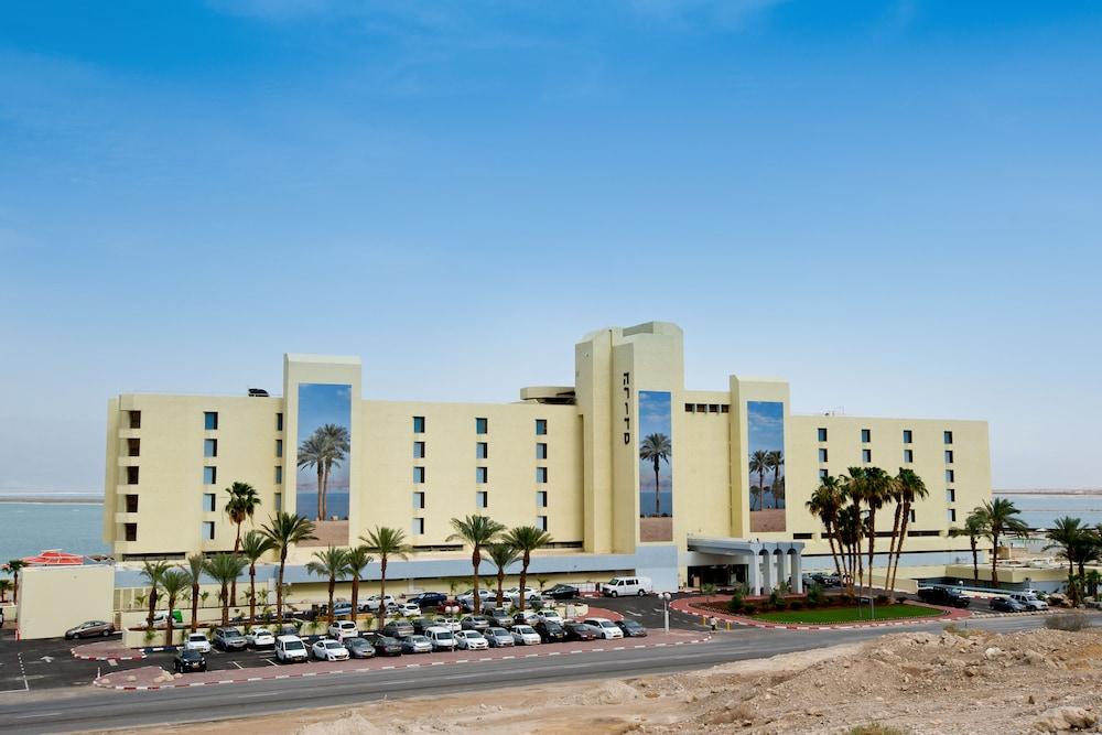 https://i.travelapi.com/hotels/1000000/80000/77300/77235/bf60fbff_z.jpg