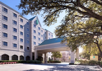 休斯敦大使館套房飯店 - 拱廊街附近 Embassy Suites by Hilton Houston-Near The Galleria