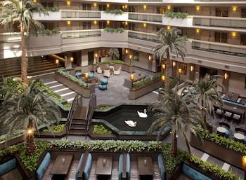 休斯敦大使館套房飯店 - 拱廊街附近 Embassy Suites Houston-Near The Galleria