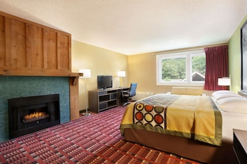 Superior Room, 1 King Bed, Non Smoking, Jetted Tub